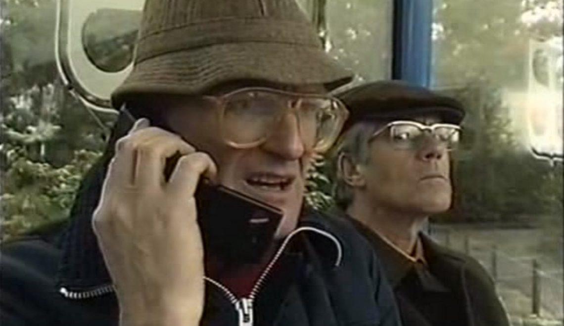 Hilarische Van Kooten& De Bie; mobiel bellen jaren '90