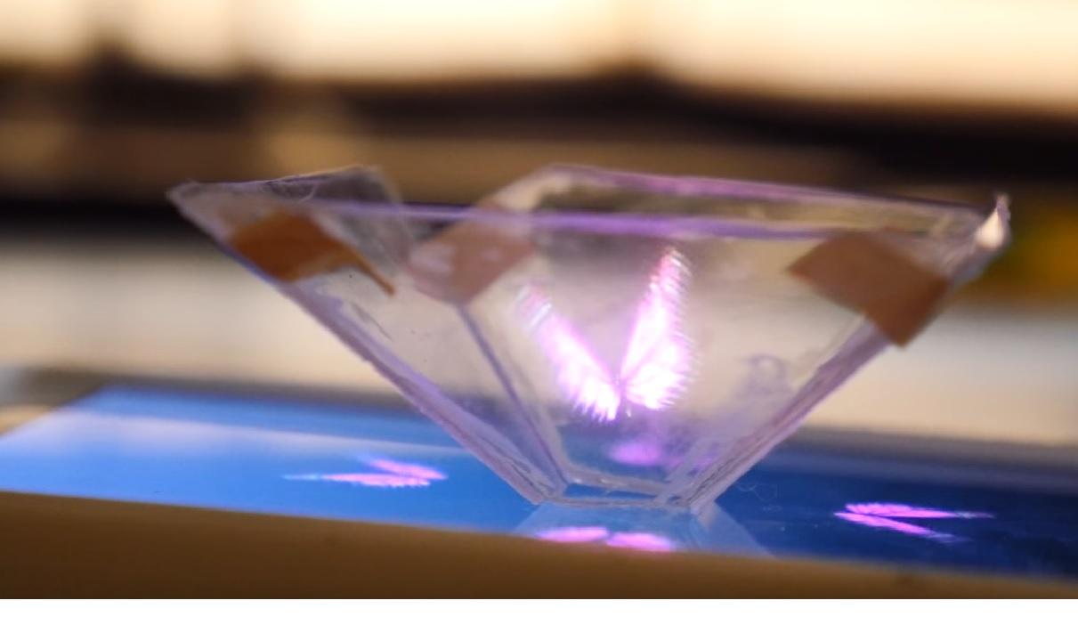 Maak je eigen 3D hologram projector met je smartphone. Instructievideo.