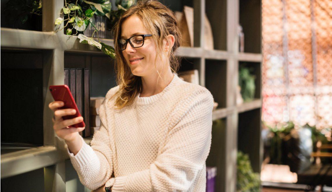 Trends in internetgebruik; Nederlander ruim 60 uur per maand online via smartphone
